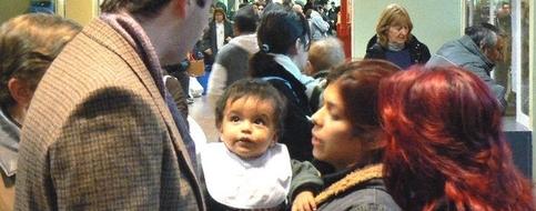 Colas y pacientes sin turno en los hospitales argentinos por insuficiente gestión